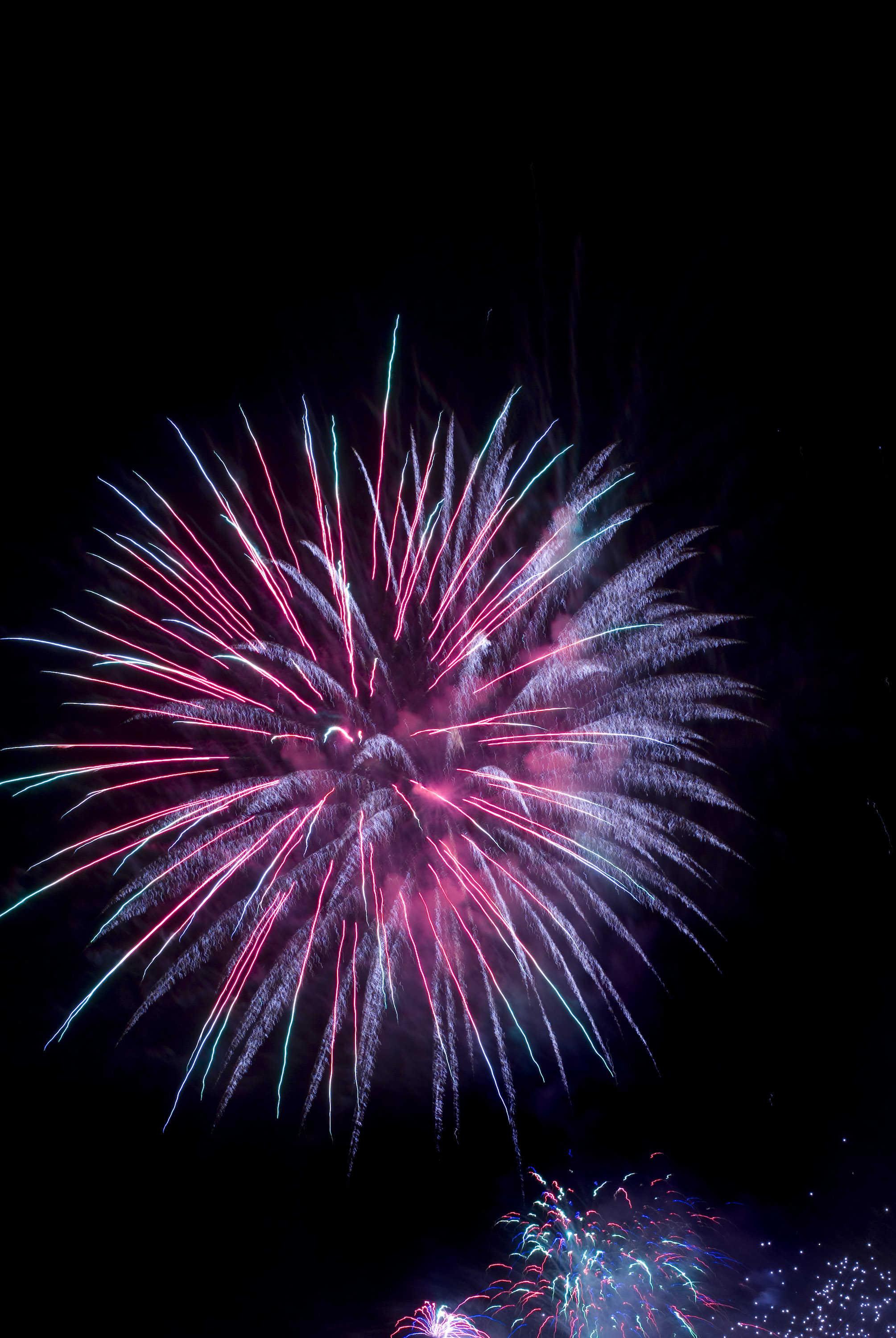 Image of fireworks downloaded from http://christmasstockimages.com/free/new_year/slides/fireworks_skyburst.htm